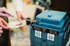 Courtney + Cory's Doctor Who Wedding in Texas - When Geeks Wed Geek Wedding, Wedding Ideas, Dr Who Cake, Doctor Who Wedding, Wedding Photographer London, Eat Your Heart Out, Nerd Love, Unique Weddings, Decorative Boxes