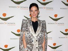 Lucy Liu, ha presenziato all'evento 'Women For Women International' a New York in abito Roberto Cavalli. Lucy Liu, Roberto Cavalli, Celebs, Blazer, Jackets, Women, Fashion, Celebrities, Down Jackets