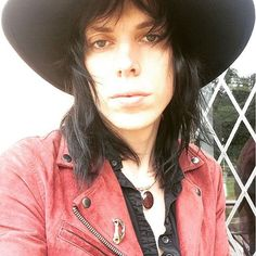 IM GETTING MY HAIR CUT TODAY FAM #thestruts #lukespiller Rocker Style, Rhythm And Blues, Metal Bands, The Struts, Rock And Roll, Picture Video, My Hair, Singers, Musicians