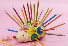 Pencil holder DIY made with Fimo air basic Clay Art Projects, Diy Craft Projects, Clay Crafts, Art For Kids, Crafts For Kids, Arts And Crafts, Christmas Gifts For Adults, Kids Clay, Paper Mache Clay