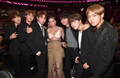 BTS with Halsey at 2017 #BTSBBMAs ❤️