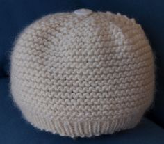 Stitch Knit Baby Hat pattern by Laura Valetutto Garter stitch baby hat. Free pattern inspired by Baby Gap. Laura Valetutto on Ravelry. Free pattern inspired by Baby Gap. Laura Valetutto on Ravelry. Baby Sweater Patterns, Baby Knitting Patterns, Baby Patterns, Knitting Ideas, Knitting Projects, Crochet Projects, Stitch Patterns, Baby Hats Knitting, Knitted Hats