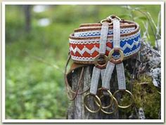 Beautiful belt. South Sami pewter embroidery ornamentation (Lycksele) Handicraft, Belt, Embroidery, Pewter, How To Make, Survival, Crafts, Clay, Inspiration