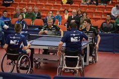 Tischtennis pur rüstet die Inklusionstour und Rollstuhl-Tischtennisspieler von Sport Grenzenlos mit Cornilleau aus.