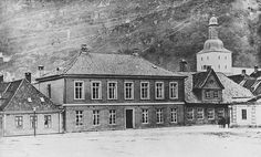[Rådstuplassen. Fødselsstiftelsen i Bergen opprettet i 1861. Her fikk jordmødrene sin utdannelse.] fra marcus.uib.no
