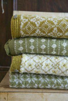 Knittingwear from Scandinavia Knitting Charts, Free Knitting, Knitting Wool, Norwegian Knitting, Fair Isle Pattern, Fair Isle Knitting, How To Purl Knit, Knitted Blankets, Yarn Crafts
