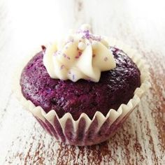 Skinny Purple Velvet Cupcakes - I'd try to bake cupcakes if they could be this cute!