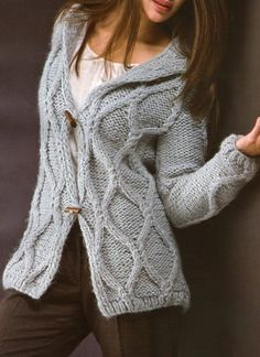 cameron diaz cable knit sweater in the holiday Knitted Poncho, Knit Cardigan, Girls Sweaters, Sweaters For Women, Mode Hijab, Knit Jacket, Knitting Patterns Free, Free Knitting, Cable Knit Sweaters