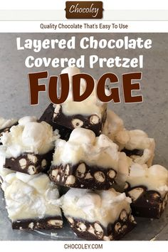 The layers of dark chocolate covered pretzel fudge, white chocolate fudge and fluffy marshmallows create a sweet and salty textured delight in every bite. Caramel Recipes, Fudge Recipes, Candy Recipes, Chocolate Recipes, Dessert Recipes, Desserts, Christmas Fudge, Christmas Recipes, Holiday Recipes