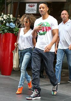 Will Smith junto a su esposa Jada Pinkett saliendod e su hotel en NYC