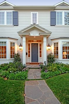 36 Ideas for house design exterior bay windows Exterior Colonial, Colonial House Exteriors, Exterior Houses, Bay Window Exterior, Portico Entry, Porch Addition, Front Porch Design, Southern House Plans, Exterior Remodel