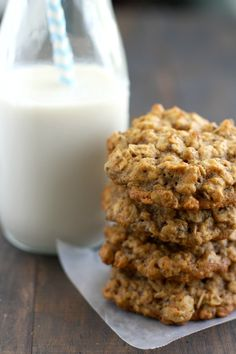 Easy and delicious vegan oatmeal applesauce cookies are perfect for a healthy breakfast or snack! These are chewy and nicely spiced. Oatmeal Applesauce Cookies, Vegan Oatmeal Cookies, Oatmeal Breakfast Cookies, Oatmeal Chocolate Chip Cookies, Healthy Cookies, Cinnamon Oatmeal, Breakfast Bars, Healthy Sweets, Breakfast Ideas