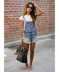 Denim overalls from Sincerely Jules. Denim overalls have been making a comeback and suggest that fashion trends occur in an ongoing circular cycle. Salopette Short, Summer Outfits, Casual Outfits, Modest Outfits, Skirt Outfits, Work Outfits, Outfits 2016, Fresh Outfits, Summer Fashions