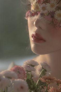 Angel Aesthetic, Classy Aesthetic, Flower Aesthetic, Aesthetic Vintage, Aesthetic Photo, Aesthetic Girl, Aesthetic Pictures, Aesthetic Makeup, Flower Makeup