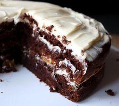 Chocolate Pudding Cake & Peta& easy vegan cake using Pillsbury devils food cake mix. But need to verify if that cake mix is really vegan? Easy Vegan Cake Recipe, Vegan Dessert Recipes, Köstliche Desserts, Vegan Sweets, Delicious Desserts, Yummy Food, Recipe List, Tasty, Pudding Cake Mix