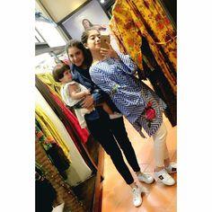 Arisha razi with her sister Pakistani Dress Design, Pakistani Dresses, Iranian Women Fashion, Womens Fashion, Girlz Dpz, Glam Girl, Cute Girl Photo, Celebs, Celebrities