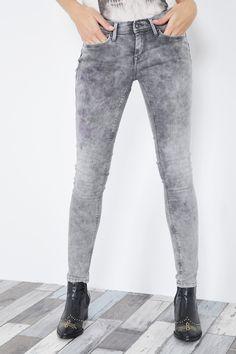 Venda Pepe Jeans / 28240 / Mulher / Calças de ganga slim e skinny / Calças de ganga slim Cinzento