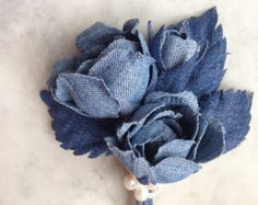 Bouquet (Curtain accessory Rustic chic country house Home decor curtain tie denim flowers) includes 3 bluer roses. Flowers are all attached to stems.  My floral décor is handmade and makes a wonderful feature piece. This floral design is unique and would be an eye catching focal point for any home interior. This flowers has been handmade using layers of denim with each petal being hand cut, pressed and shaped using traditional millinery tools and techniques. All leaves and stems have movable…