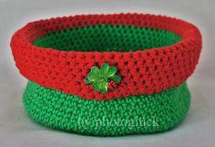Süßes flexibles Utensilo oder Häkelkörbchen in einem schönen Grünton mit einem roten Rand zum Aufbewahren mit einem aufgeklebten Kleeblatt mit Glüc...