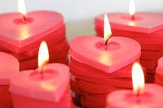 Amazing stacked ombre heart candles DIY – perfect for Valentine's Day!