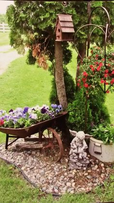 35 Front Yard and Backyard Landscaping Ideas For Beautiful Spring Garden - Homeflish Backyard Garden Landscape, Garden Yard Ideas, Lawn And Garden, Spring Garden, Backyard Patio, Garden Projects, Backyard Landscaping, Garden Pots, Landscaping Ideas