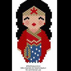 En attendant les kokeshi Game of Thrones avec @lili_azalee , voici Wonder Woman pour vous occuper. L'idée originale est toujours de @kaoshoneybun ☺ #tagtawonderwoman #wonderwoman #dccomics #heroine #woman #kokeshi #kaoshoneybun #motifcoeurcitron #diy #handmade #perlesaddictanonymes #perlesaddict #jesuisunesquaw #jenfiledesperlesetjassume #miyuki #miyukiaddict #tissage #brickstitch