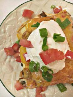 Easy To Make Taco Lasagna - Yep, the official back to school countdown has begun! Organic Recipes, Mexican Food Recipes, New Recipes, Cooking Recipes, Cheese Recipes, Dessert Recipes, Beef Casserole Recipes, Hamburger Meat Recipes, Lasagna Recipes