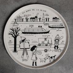 Assiette en porcelaine illustrée par Iris de Moüy