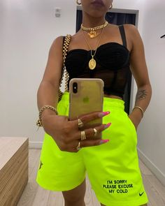 [New] The 10 Best Outfit Ideas Today (with Pictures) - Neon Outfits, Cute Casual Outfits, Girl Outfits, Fashion Outfits, Boyish Outfits, Casual Shorts, Summer Outfits, Streetwear Summer, Streetwear Fashion