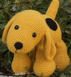Crochet pattern Dog : A free Dutch crochet pattern of a dog. Do you want to crochet this sweet dog too? Then quickly continue reading about the pattern on Crochet information Crochet Amigurumi Free Patterns, Diy Crochet, Crochet Toys, Diy Dog Toys, Pet Toys, Newborn Toys, Dog Pattern, Crochet Animals, Stuffed Toys Patterns