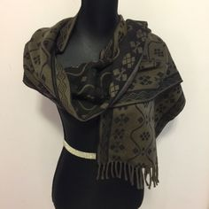 Great Gift UNISEX Made In Italy Auth  NEW Versace Medusa Wool Beige Black Scarf