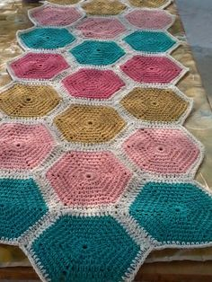 Like this palette of solid hexagons @ Texturas y tejidos