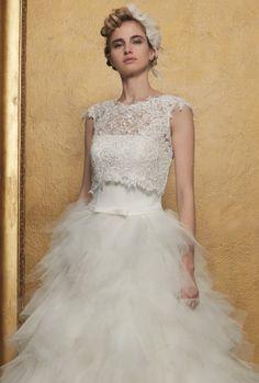 Romantische trouwjurk met tulen strookjesrok. Effen bustier topje met overtop in kant. Bustiers, Wedding Dresses, Fashion, Tulle, Bridal Dresses, Moda, Bridal Gowns, Wedding Dressses, Weeding Dresses