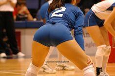 Chicas Voleibol Femenino en Licra. Pantalones cortos super apretados y pie de camello