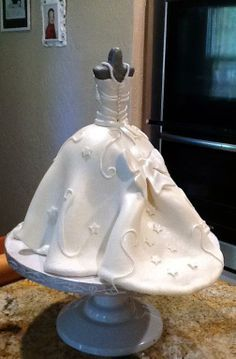 wedding cake shaped like bride 1000 images about dress doll cakes on 24477