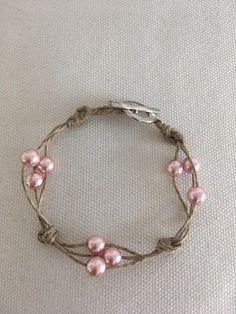 Élégant Bracelet femme en lin et perles roses renaissance en verre Hemp Jewelry, Leather Jewelry, Wire Jewelry, Beaded Jewelry, Jewelry Bracelets, Jewelery, Etsy Jewelry, Silver Bracelets, Bracelet Crafts