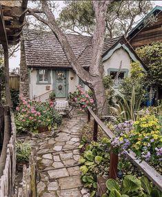 Fairytale Cottage, Garden Cottage, Cottage Homes, Cute Cottage, Cottage In The Woods, Cottage Style, French Cottage Decor, Cottage Design, Cottage Exterior