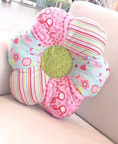 Flower Shaped Pillow. Great Zafu Meditation Pillow #Zafu #sewingtute #SewYourOwnMeditationCushion #Gaileee #ChairYogaFitness