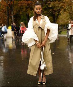 Repost @viasuzanna #pfw #streetstyle ☑️ Fashion News, Fashion Beauty, Female Fashion, Best Designer Brands, Ootd, Blouses For Women, Women's Blouses, Trends, International Fashion