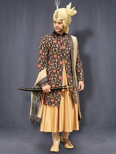 Chipkan/Mughal Black Embroidered Style Sherwani With Kalidaar Kurta @ Looksgud.in #WeddingFashion #ChipkanStyle #MughalStyle #MensFashion #BlackCollection #WeddingSherwani