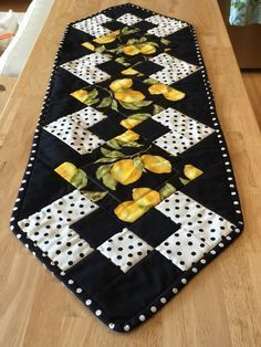 This beautiful table runner has a lemon and polka dot motif in a bright, modern look. Cotton Machine wash & dry x Quilted Table Runners Christmas, Halloween Table Runners, Patchwork Table Runner, Table Runner And Placemats, Quilt Table Runners, Bed Runner, Quilted Table Runner Patterns, Christmas Runner, Table Topper Patterns