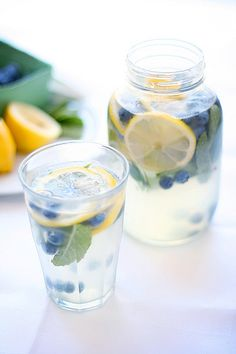 blueberry mint lemonade - it looks good. now add a bit of blueberry vodka and its the perfect summer cocktail! Refreshing Drinks, Fun Drinks, Yummy Drinks, Healthy Drinks, Beverages, Yummy Food, Drinks With Mint, Tasty, Cold Drinks