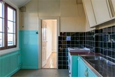 40-50-tals kök med Kockums vitvaror, badrum