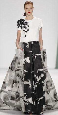 Carolina Herrera Spring 2015 print is cool Beauty And Fashion, White Fashion, Love Fashion, Fashion Show, Trendy Fashion, Couture Fashion, Runway Fashion, Womens Fashion, Fashion Glamour