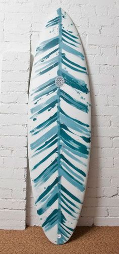 I don't surf but. It would look nice on a longboard // Surfboard art Surfboard Painting, Surfboard Art, Deco Surf, Sup Stand Up Paddle, Sup Yoga, Learn To Surf, Skate Surf, Surf Art, Surf Style