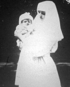 Mami   Gran duquesa Olga durante la WWI #Granduquesaolga #otma #romanov #preciosa #vintage #1915 #past #olganikolaevna by trastamararomanov