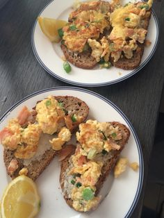 Jamies Superfood, homemade scrambledeggs with Salmon