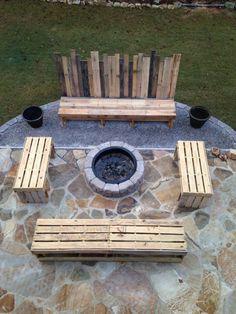 Holzmöbel massive Paletten feuerstelle