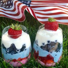 red, white + blue(berry) parfait: a healthy fruit-filled, freedom treat for the 4th...or any warm summer day! #recipe #redwhiteandblue