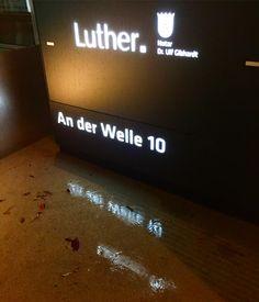 FRANKFURT SIGHTS - Nachts an der Welle 🎥 Visionary, Location Scout, Brand Ambassador 🇩🇪🇷🇺🇨🇭 © Jürgen R. Schreiter, 2017 www.JuergenSchreiter.com www.Facebook.com/JRSchreiter More @YouTube www.YouTube.com/jschreiter #architektur #architecture  #frankfurt #meinfrankfurt #frankfurtblog #germany #deutschland #runandvisit  #frankfurtdubistsowunderbar #visitfrankfurt #stadtfotografie #locationscout #frankfurtammain #häuser #bembeltown #schreiter #nachts #reflection #reflexion #spiegelung…